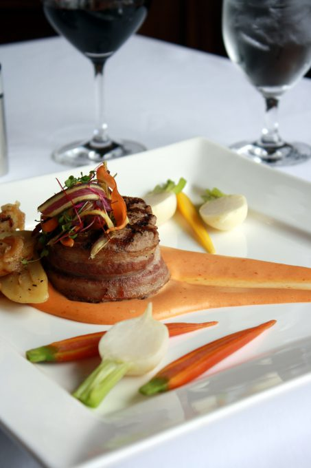 A filet mignon with vegetables