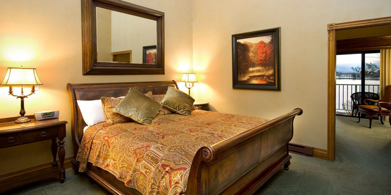 King size bed in spacious room