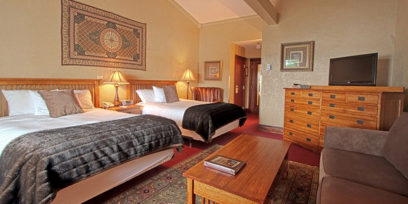 Two queen size beds with sitting area