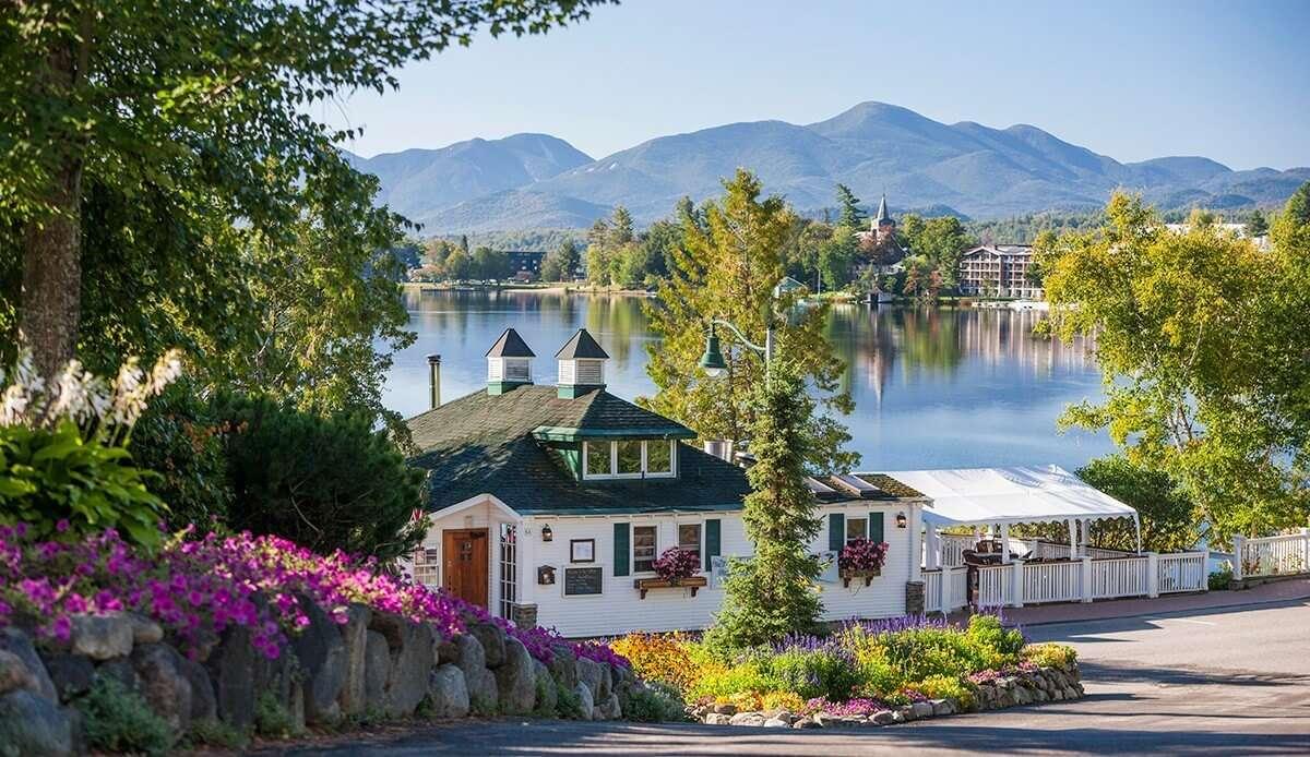 Mirror Lake Inn's lakeside restaurant
