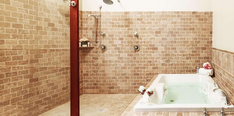 High Peaks Suite Bathroom