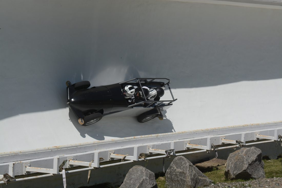Wheeled bobsled in the track